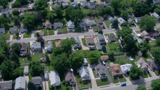 vidéos et rushes de older middle income residential neighborhood with trees and green lawns - quartier résidentiel
