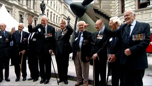 oldest surviving battle of britain pilot william walker dies aged 99; t20081041 / tx 20.8.2008 cabinet war rooms: ext william walker and other world... - fototermin stock-videos und b-roll-filmmaterial
