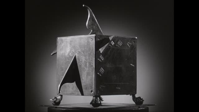 cu old-fashioned metal box spinning on table / united states - romersk siffra bildbanksvideor och videomaterial från bakom kulisserna