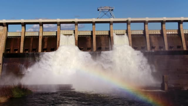 stockvideo's en b-roll-footage met olifants rivier stroomt van de clanwilliam dam - waterkracht