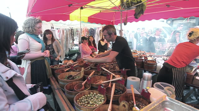 olive stall in market place - mestolo video stock e b–roll