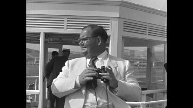 stockvideo's en b-roll-footage met oliver hardy tears up his betting ticket / hardy looks through binoculars / barbara stanwyck and robert taylor / pat o'brien and bing crosby / bob... - acteur