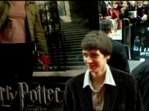 oliver phelps and james phelps at the 'harry potter and the goblet of fire' new york premiere arrivals at the ziegfeld theatre in new york new york... - oliver phelps stock videos & royalty-free footage