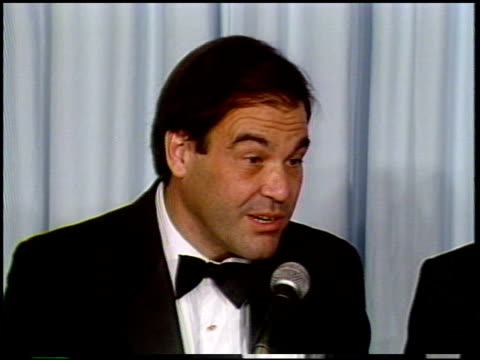 stockvideo's en b-roll-footage met oliver stone at the 1987 academy awards at dorothy chandler pavilion in los angeles california on march 30 1987 - oliver stone