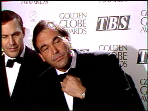 stockvideo's en b-roll-footage met oliver stone at the 1992 golden globe awards at the beverly hilton in beverly hills california on january 18 1992 - oliver stone
