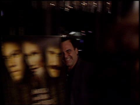 oliver stone at the 'gangs of new york' premiere at dga in los angeles, california on december 17, 2002. - ギャング・オブ・ニューヨーク点の映像素材/bロール