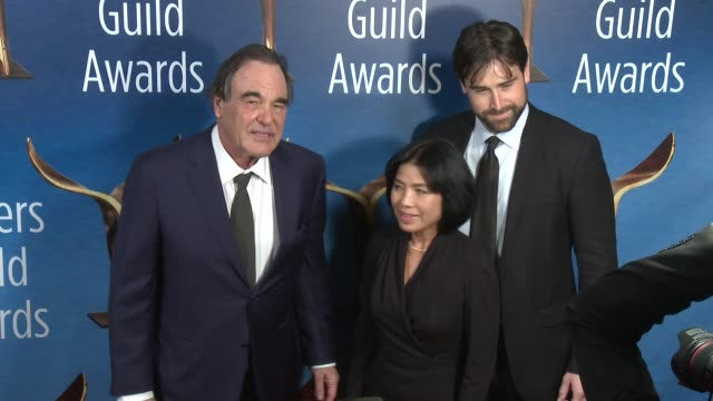 stockvideo's en b-roll-footage met oliver stone sunjung jung at 2017 writers guild awards in los angeles ca - oliver stone