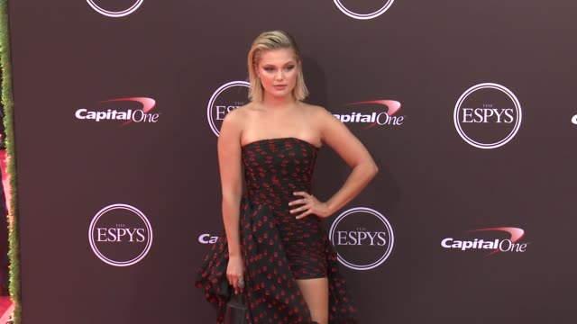 vídeos de stock, filmes e b-roll de olivia holt at the 2018 espys at microsoft theater on july 18 2018 in los angeles california - espy awards