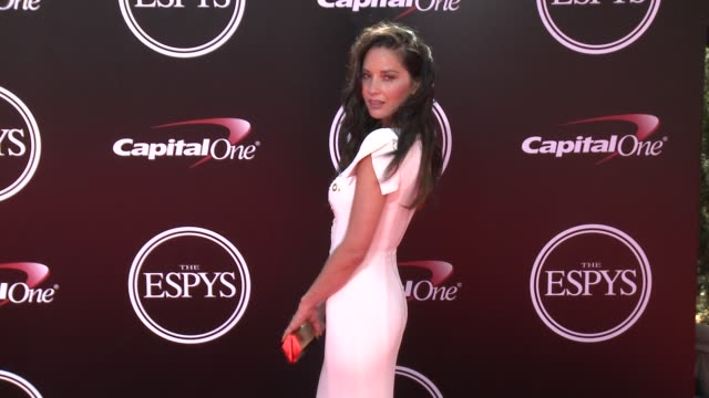vídeos y material grabado en eventos de stock de olivia munn at the 2016 espy awards at microsoft theater on july 13 2016 in los angeles california - premios espy