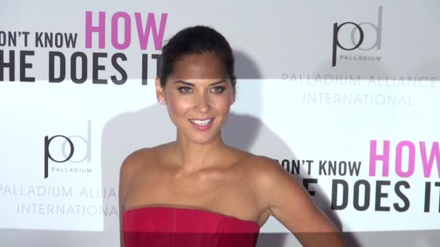 Olivia Munn at the I Don't Know How She Does It premiere in New York 09/12/11