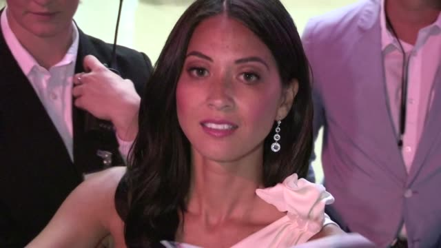 olivia munn greets fans at newsroom premiere at archlight in hollywood 06/20/12 olivia munn greets fans at newsroom premiere at ar on june 20 2012 in... - olivia munn stock videos and b-roll footage