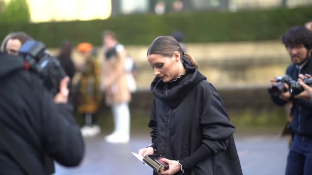 olivia palermo wears a black valentino 'vltn' long bomber coat with a hoodie outside valentino during paris fashion week womenswear fall/winter... - île de france stock-videos und b-roll-filmmaterial