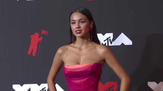 olivia rodrigo arrives at the 2021 mtv video music awards at barclays center on september 12, 2021 in the brooklyn borough of new york city. - mtv video music awards stock videos & royalty-free footage
