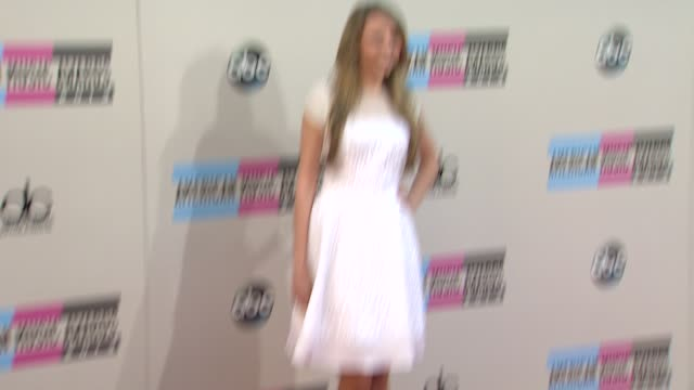 olivia summerlin arrives at the 2013 american music awards arrivals - 2013 american music awards stock videos & royalty-free footage