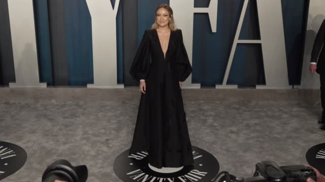 vidéos et rushes de olivia wilde at vanity fair oscar party at wallis annenberg center for the performing arts on february 09 2020 in beverly hills california - vanity fair