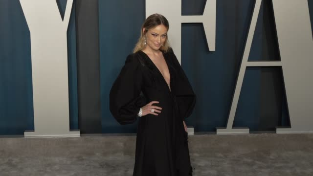 slomo olivia wilde at vanity fair oscar party at wallis annenberg center for the performing arts on february 09 2020 in beverly hills california - vanity fair stock videos & royalty-free footage