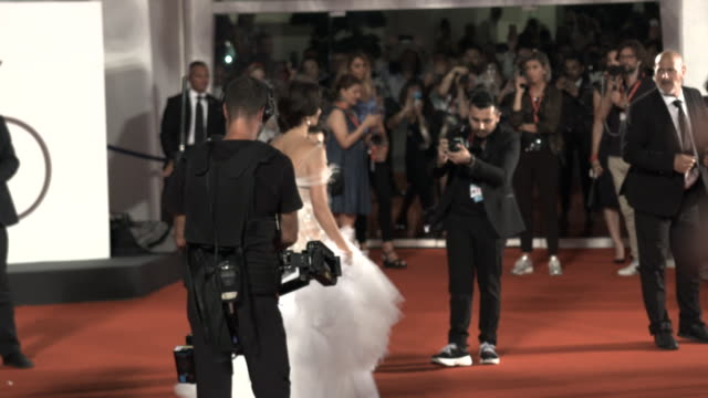 vídeos de stock, filmes e b-roll de slomo olivier assayas penélope cruz leonardo sbaraglia 'wasp network' red carpet arrivals 76th venice film festival on september 01 2019 in venice... - penélope cruz