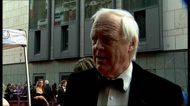 matilda actresses win award red carpet interviews and photocalls freddie fox interview sot sir tim rice interview sot jodie whittaker interview sot... - tim rice stock videos and b-roll footage