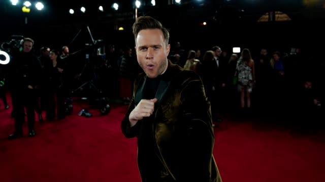 GIF Olly Murrs at The Fashion Awards 2018 In Partnership With Swarovski at Royal Albert Hall on December 10 2018 in London England