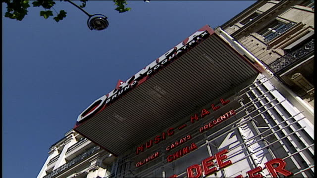 olympia music hall in paris - anno 2002 video stock e b–roll