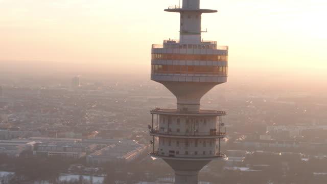 vídeos de stock, filmes e b-roll de olympiapark, olympiastadion, münchen, winter - ponto de observação