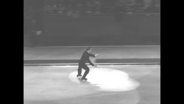 vídeos de stock, filmes e b-roll de vs olympic champion ice skater dick button skates in spotlight on ice at madison square garden during a us olympic committee sports carnival benefit... - braço humano