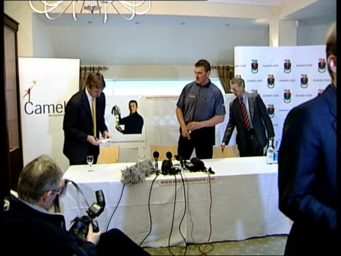 stockvideo's en b-roll-footage met olympic gold medallist pinsent quits rowing; itn london: pinsent taking seat at press conference cms & pinsent seated at press conference henley on... - blazer