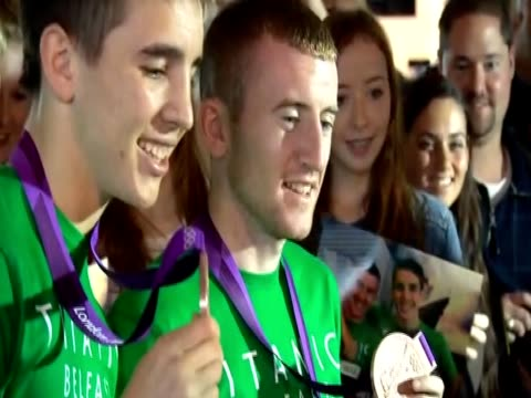 olympic medal winners patrick paddy barnes and michael conlan pose with their olympic medals in belfast - strohhut stock-videos und b-roll-filmmaterial