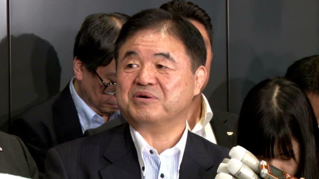vídeos de stock, filmes e b-roll de olympic minister toshiaki endo said tuesday he cannot guarantee the new national stadium will be delivered by january 2020 as requested by the... - prime minister