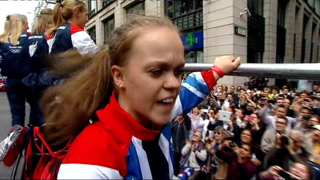 vídeos de stock, filmes e b-roll de olympics and paralympics athletes' parade 2012 ellie simmonds interview as along on float sot it's amazing/ support during games and today has been... - carro alegórico