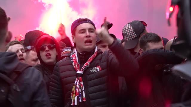 vídeos de stock, filmes e b-roll de olympique de lyon's ultras invaded the street of barcelona spain on march 13 2019 before the uefa champions league match between fc barcelona and... - olympique lyonnais