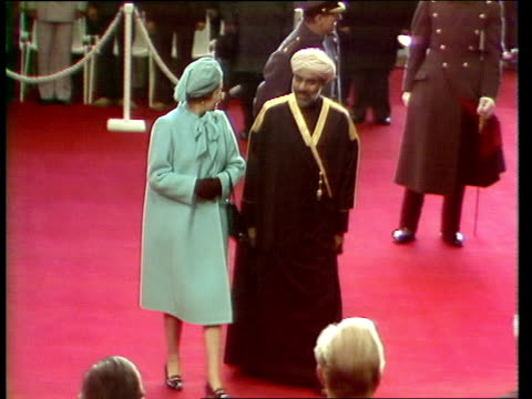 vídeos y material grabado en eventos de stock de london victoria station ts sultan of oman from train and greeted by queen and duke walks and shakes princess anne mark phillips duke and duchess of... - 1982