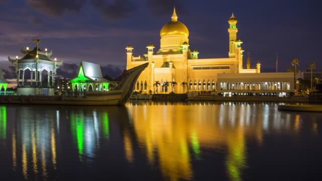omar ali saifuddien mosque day to night timelapse. - brunei stock videos & royalty-free footage