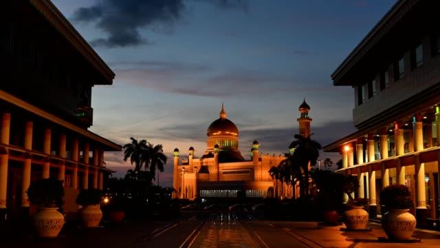 omar ali saifuddien mosque in brunei darussalam - brunei stock videos & royalty-free footage