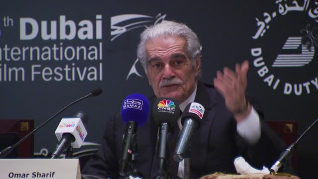 stockvideo's en b-roll-footage met omar sharif on playing an israeli character in funny girl with barbra streisand. at the i forgot to tell you photocall and press conference: diff... - barbra streisand
