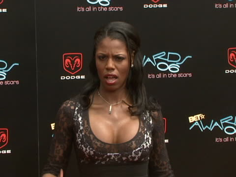 vidéos et rushes de omarosa manigault-stallworth at the 2006 bet awards arrivals at shrine auditorium in los angeles, california. - shrine auditorium