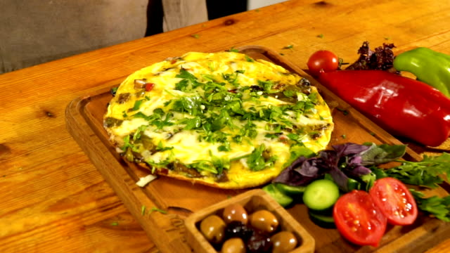 omelet ready to serve - bell pepper stock videos & royalty-free footage