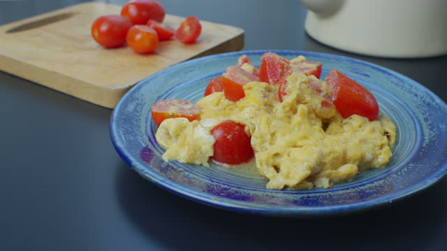 omelet with tomatoes - leaning stock videos & royalty-free footage