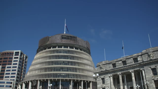 vidéos et rushes de on 15 march 2019 a gunman shot praying muslims at masjid al noor mosque and linwood islamic centre in christchurch, new zealand, resulting in... - bâtiment du parlement