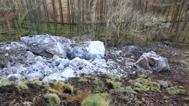 on 26th november 2018, a large portion of castle rock in thirlmere collapsed, taking 500 tonnes of rock down the fellside. a crack had been growing in the crag for over ten years. lake district, uk. - boulder rock stock videos & royalty-free footage