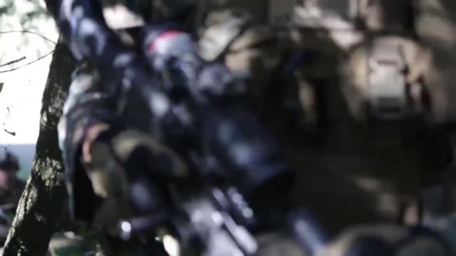 on 8 july, 2014 marines attached to special purpose marine air-ground task force crisis response from 3rd battalion, 8th marine regiment and... - infanteri bildbanksvideor och videomaterial från bakom kulisserna