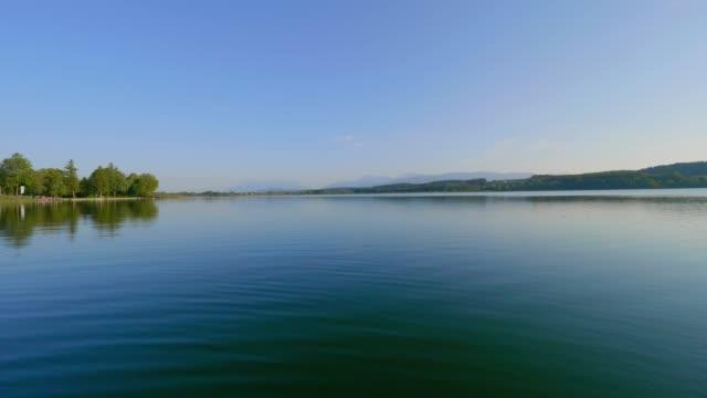 stockvideo's en b-roll-footage met op een boot op waginger see, beieren, duitsland bij zonsondergang - rustige scène