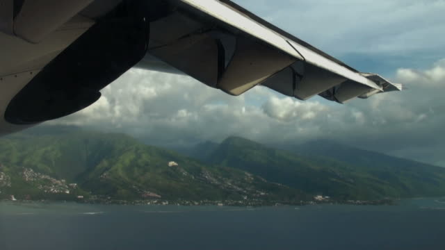 On a course for Moorea Island, almost ready to landing