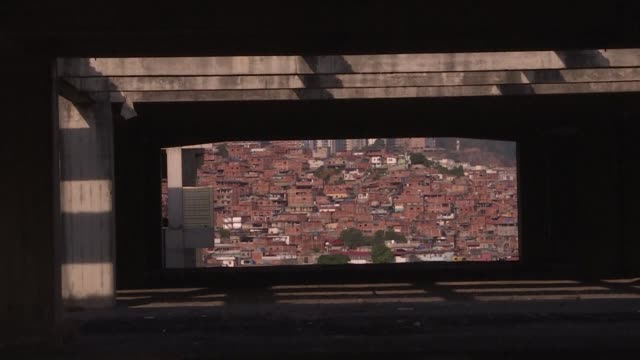 vídeos de stock, filmes e b-roll de on a hill in the caracas neighbourhood of petare the venezuelan capital's poorest more than half a million people live in unsafe and unhealthy... - estilo de vida insalubre