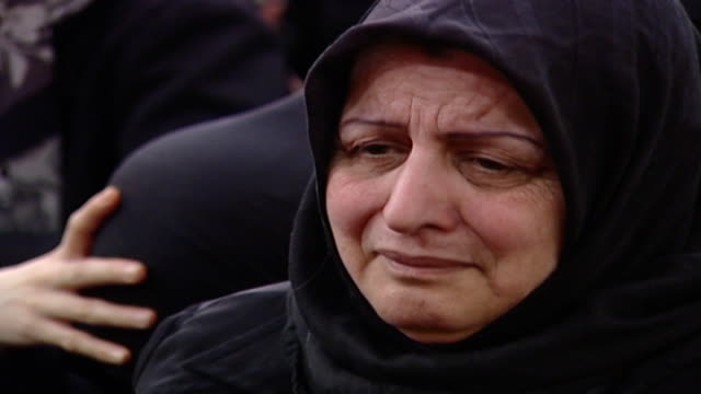 cu on a shiite woman looking bereft during ashura which is a mourning rite commemorating the death of hussain ibn ali women are segregated from men... - religiöse kleidung stock-videos und b-roll-filmmaterial