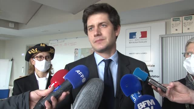 stockvideo's en b-roll-footage met on a trip to mont-de-marsan to meet duck breeders in the landes region, french agriculture minister julien denormandie announced the doubling of... - vogelpestvirus