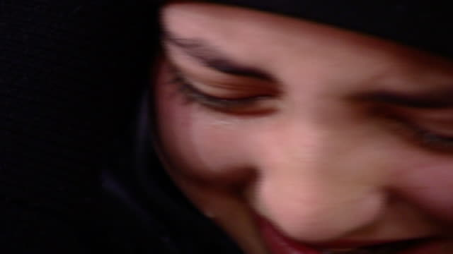 vídeos y material grabado en eventos de stock de on a young shiite woman's face overcome with grief during ashura, which is a mourning rite commemorating the death of hussain ibn ali at the battle... - ashura