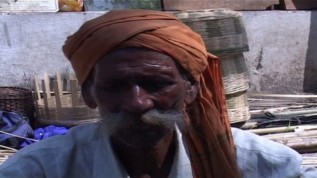 on an old indian man weaving a basket. rush weaving is an ancient craft in india. weavers use pliable grasses and rushes with which to manufacture... - dhoti stock videos & royalty-free footage