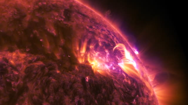 vídeos de stock, filmes e b-roll de on april 17 the solar dynamics observatory captured this stunning view of a mid-level solar flare . these eruptions are powerful bursts of radiation... - brilho solar