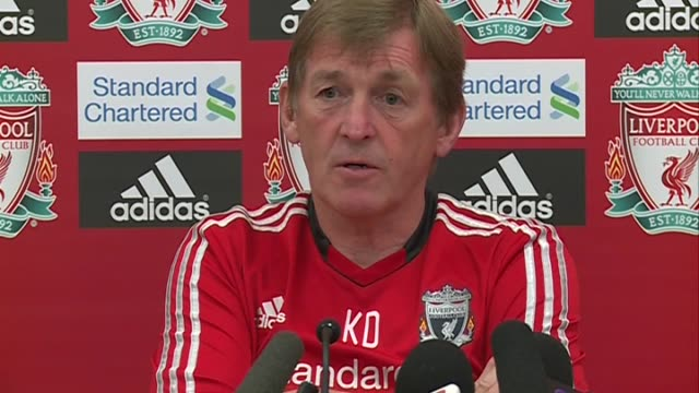 vídeos de stock, filmes e b-roll de on arsenal, his opinion of them as a team and on the match liverpool will play against them in 2 days at anfield on august 18, 2011 in liverpool,... - liga esportiva